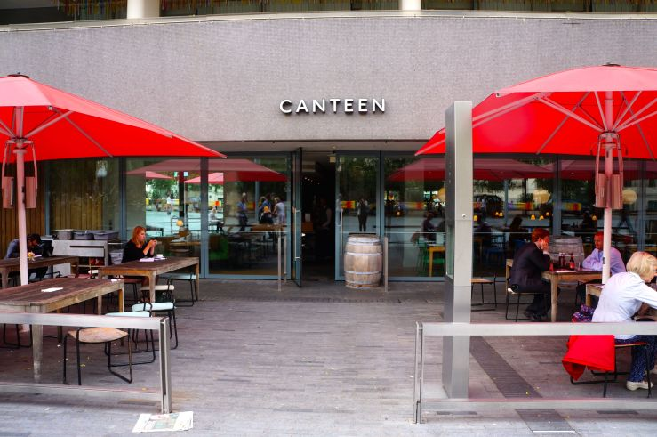 I need to write a descriptive writing about a food court or a canteen...Help ?